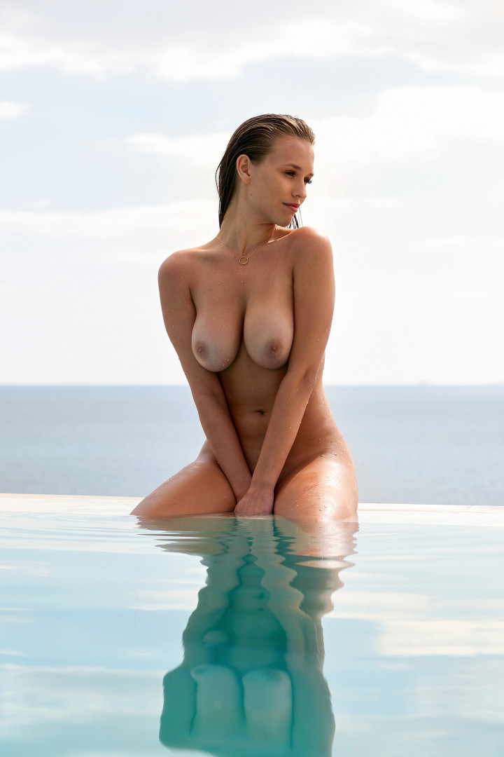 Laura-Muller-Nude-TheFappening.nu-36a356234eded4a50.jpg