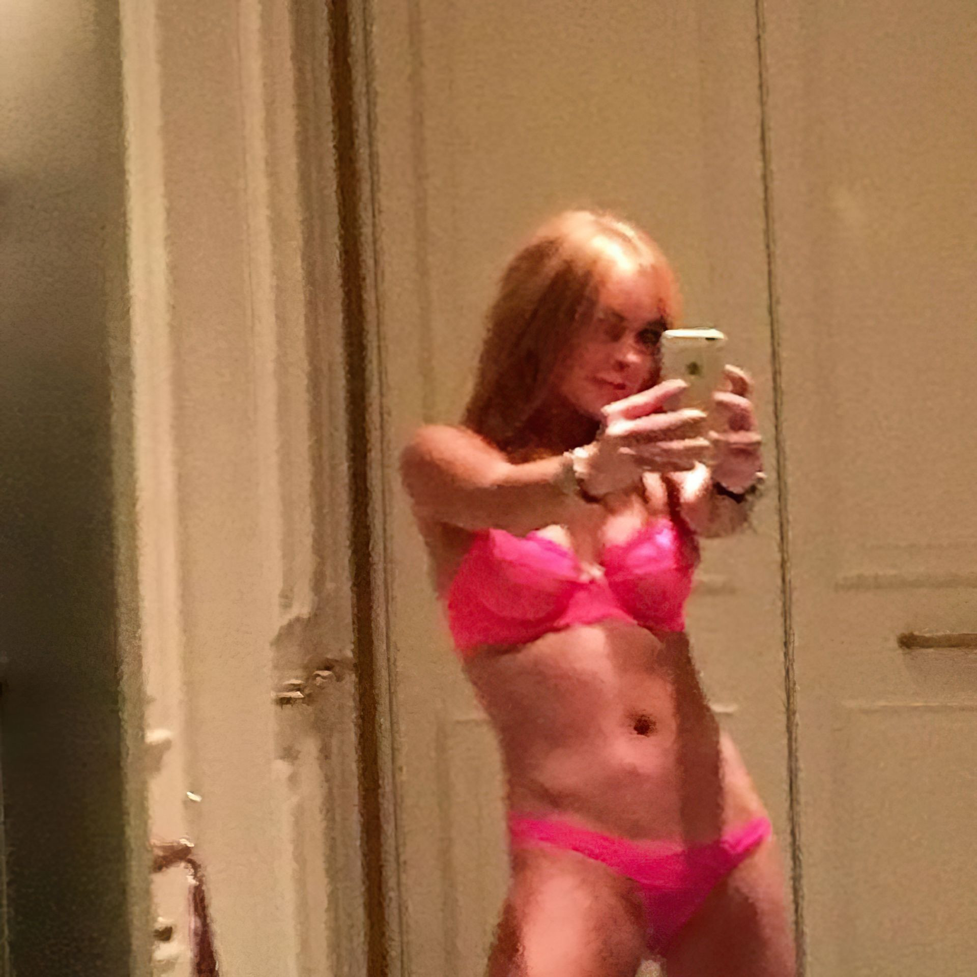 Lindsay Lohan Sexy Leaked The Fappening fappenings.com 4