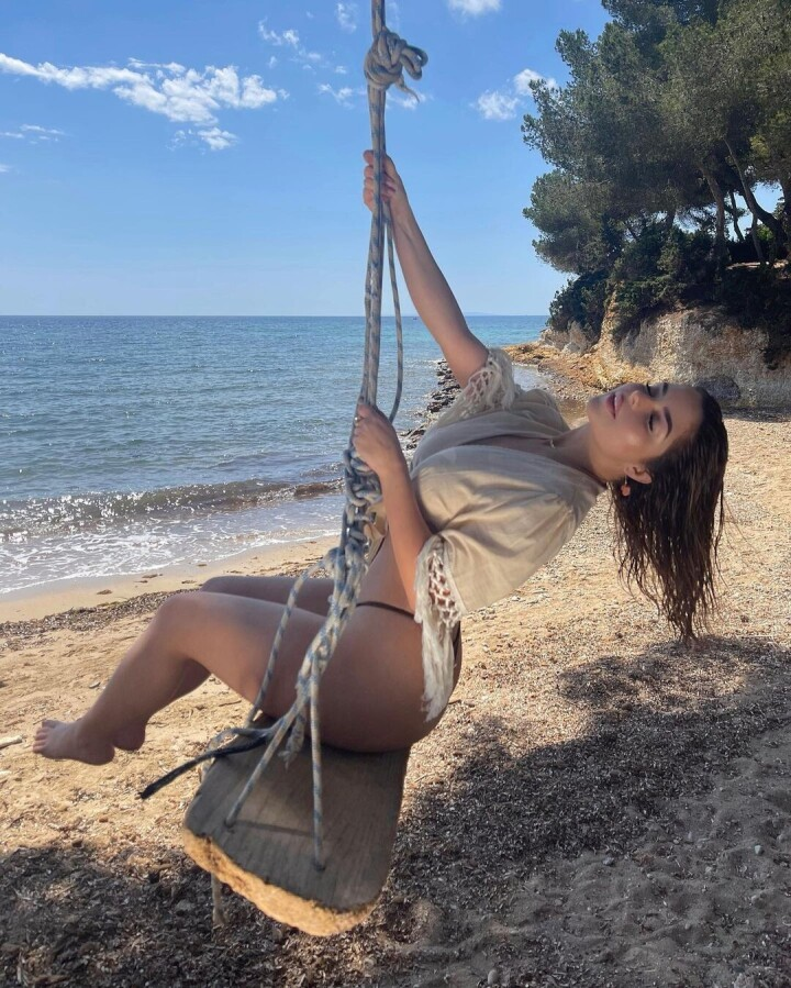 Demi-Rose-topless-photos-fappenings.coma3b982ce2179ae67.jpg